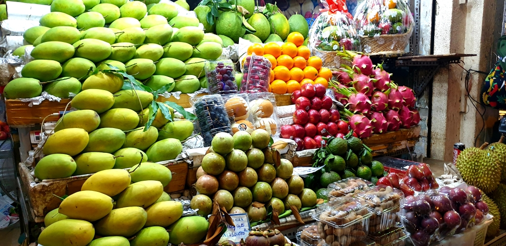 street food saigon, different fruits