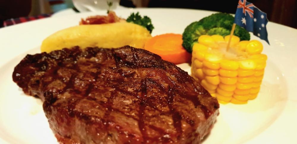street food vietnam, aussie steak